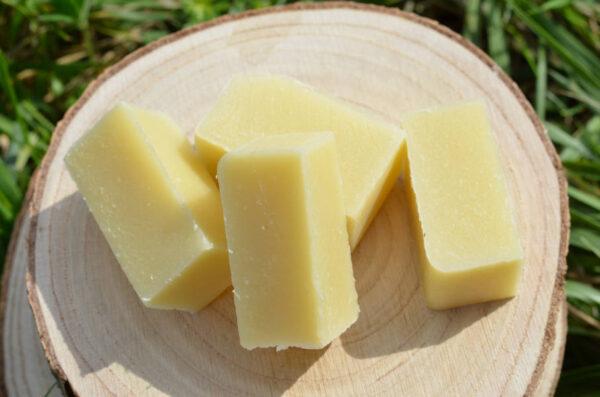 Savon dentifrice solide aux huiles essentielles de menthe verte et menthe poivrée