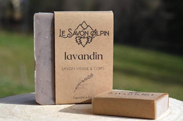 Un savon artisanal à l'huile essentielle de lavandin des Alpes de Haute provence