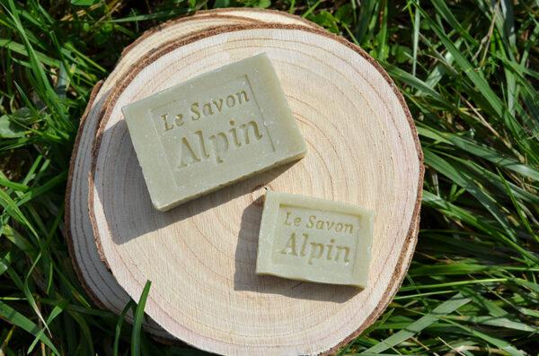 Savon artisanal à l'huile essentielle de sapin fabriqué en Savoie