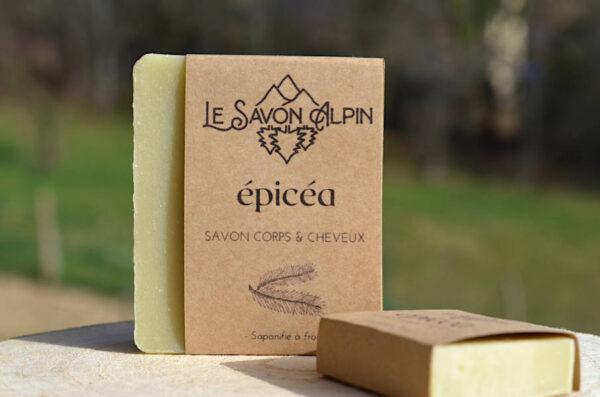 Savon à l'huile essentielle d'épicéa fabriqué dans les Alpes